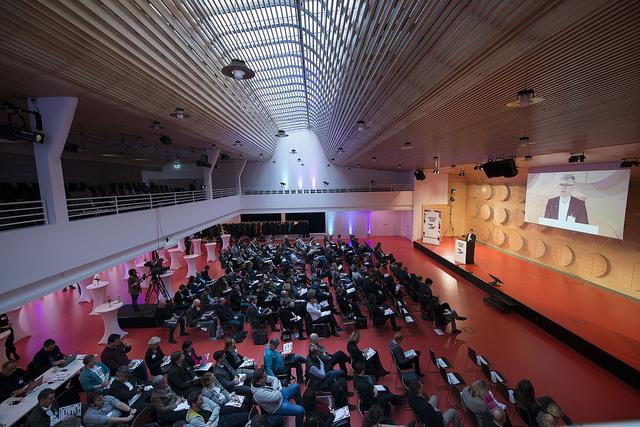 Bei der Premiere der Leitkonferenz zu digitaler Offenheit am 2. Dezember 2015 in Stuttgart trafen sich Unternehmer, Denker, Forscher und Verwaltungsexperten aus ganz Deutschland. (Bild: MFG / Matthiessen)