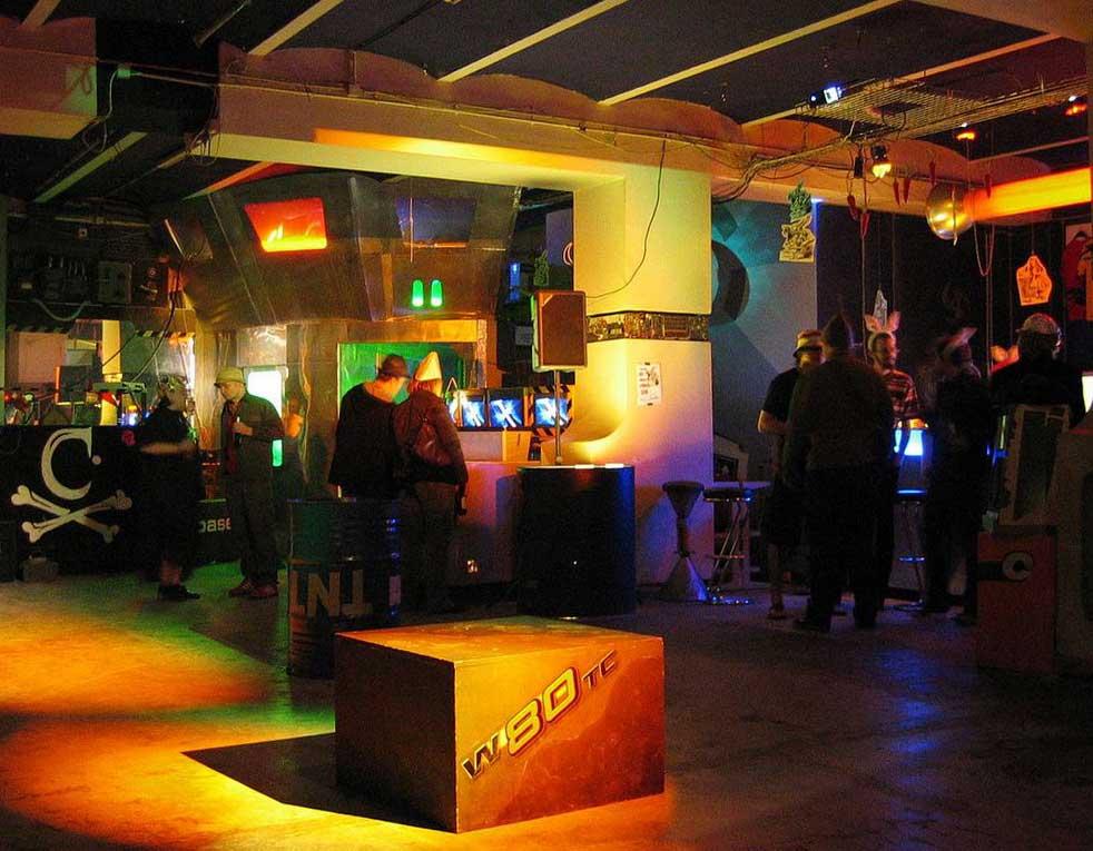 Im c-base Berlin; Foto: RalfR, CC BY-SA 3.0, Wikimedia