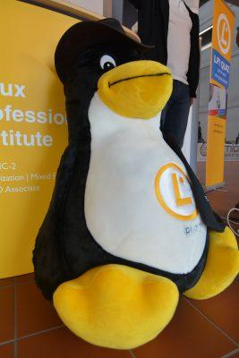 Spannung garantiert das LPI-Quiz, bei dem man mit Linux- und Open-Source-Wissen punkten kann. Wo er auftaucht, sorgt der Riesen-LPI-Tux für Begeisterung. Auf der FOSDEM kann man ihn gewinnen.
